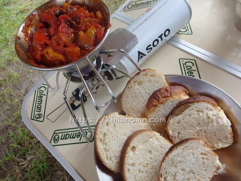 トマト煮込みと天然酵母パン
