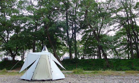 河原とテント