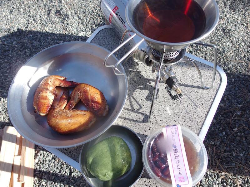 手羽先の燻製と和菓子と番茶