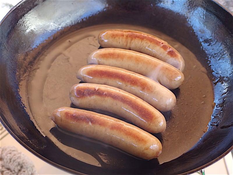 秋川牧園のウインナーを釜浅商店のフライパンで焼く