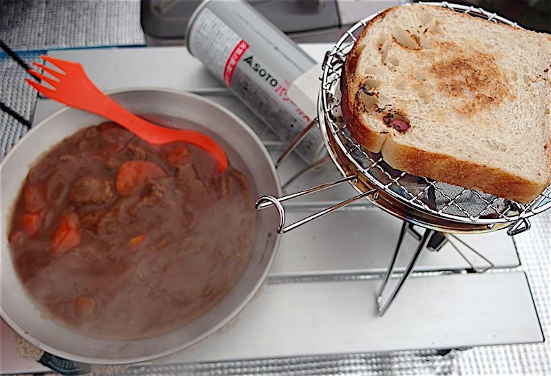 ビーフシチューと食パン