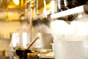 ラーメン店の厨房