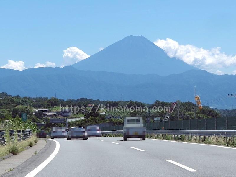 高速道路から見えた富士山