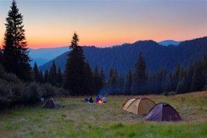 山とテント