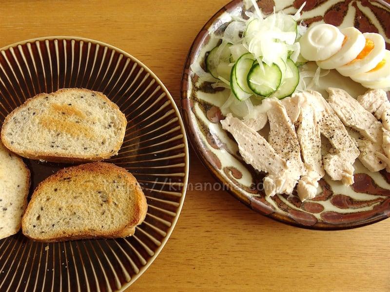 天然酵母パンの朝食